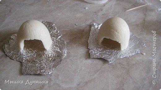Здравствуйте, уважаемые жители Страны мастеров! Сегодня я хочу вам представить свой новый мастер-класс по изготовлению сувенирного яйца с ангелочком и голубками. Изделие сделано вручную из различных материалов: полимерной глины, соленого теста, ткани и т.д.     фото 16