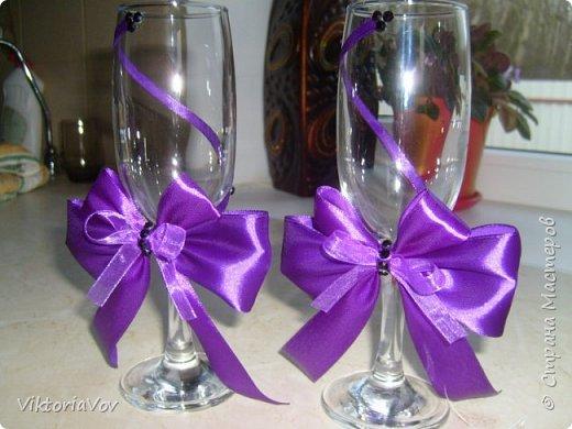 Привет всем, кто сейчас бодрствует! Хочу показать вам свои следующие работы.  Это чехлы на свадебные бутылочки в темно-синем цвете как заказала невеста, чтобы еще было сходство с ее платьем и костюмом жениха. Невесте очень понравилось. фото 3
