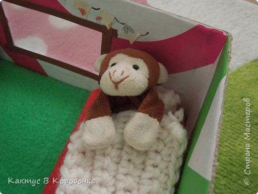 Добрый час)   Не так давно меня заинтересовала идея создания игрушечных домиков для кукол. Проблема заключалась в том, что желание создать что-то такое было, а кукол - не было :) Но я все-таки начала создавать комнату, решив, что ее обитатель найдется как-нибудь сам :D Сначала я вспомнила, что у моей бабушки остались куклы еще времен прошлого века, но ждать не хотелось, и в первую комнату заехала лошадка Игогоша =О фото 8
