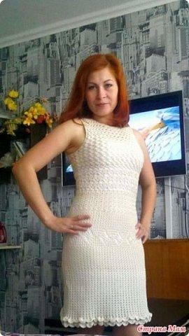 Платье начала вязать еще осенью, но не хватило ниток  А нитки такой расцветки никак не могла найти. Нашла недавно совсем, а при вязании оказалось, что они светлее  Хотела связать в пол, примерила и передумала  Вязала на 42 размер, нитки Камтекс мерсеризованный хлопок 50гр. - 200м, крючок 2-2,5 Сколько ушло ниток на платье даже не скажу точно, т. к. сначала использовала остатки от кардигана   фото 1