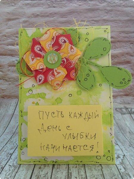 """А это результаты сегодняшней встречи с ребятами. Магнит напоминалка. Цветок в технике оригами """" базовая фигура воздушный змей"""". Фон окрашивали акваспреями Фабрики декору. Но не брызгали, а капали пипетками. фото 1"""