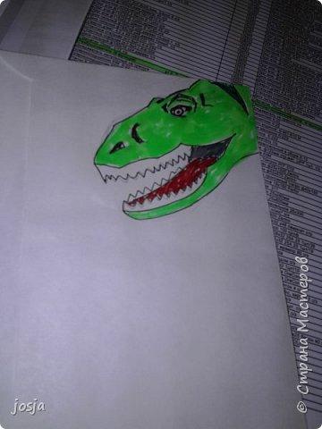 На конверте, в уголочке рисуем чтто-нибудь. Здесь динозавр. Расскрашиваем, вырезаем. Вуаля. фото 3