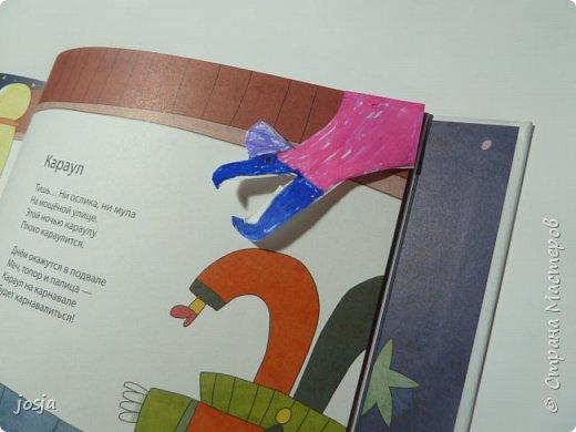 На конверте, в уголочке рисуем чтто-нибудь. Здесь динозавр. Расскрашиваем, вырезаем. Вуаля. фото 2