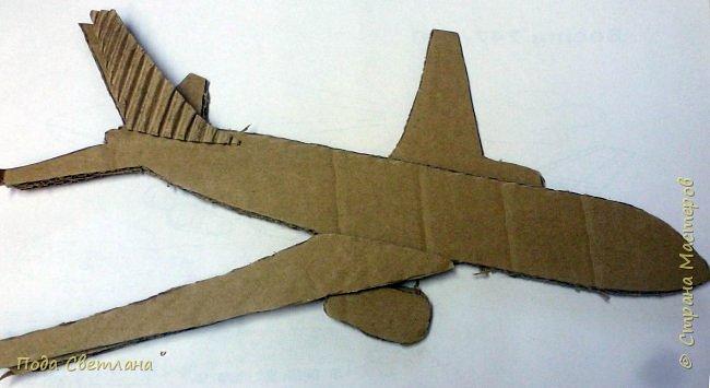 Первым делом, первым делом- самолёты!!! Вот и сбылась мечта папы получить в подарок от дочери самолёт.... Работа выполнена Пашаниной Юлией, 6 класс. В её любимой технике хлам-дизайн. фото 3