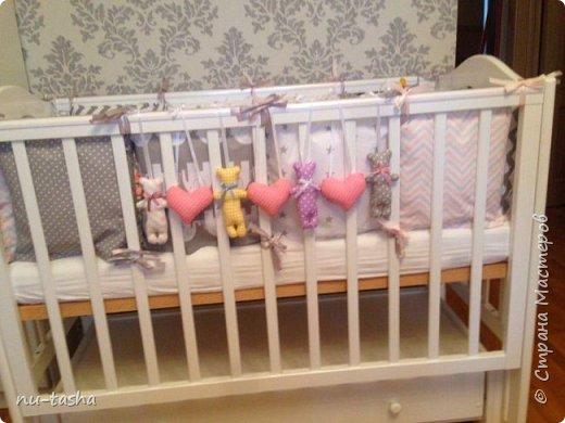 Наша семья продолжает увеличиваться: в мае у младшего сына родилась доченька София. Так что мы теперь бабушка-дедушка в квадрате. Вот такие подарки преподнесли наши сыновья не сговариваясь. Я опять шила для малышки, цветовая гамма, форма игрушек-желание мамы. фото 7