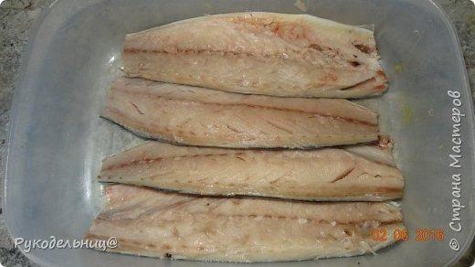 Добрый вечер жители СМ. Вчера была на ужин запеченная скумбрия, захотелось чего-нибудь лёгкого. Выставляю, потому что здесь необычный маринад для рыбы. После маринования рыбу можно пожарить, но люблю больше запеченную, поэтому готовила её с овощами(есть такой рецепт у меня с судаком), да и полезнее так. фото 3