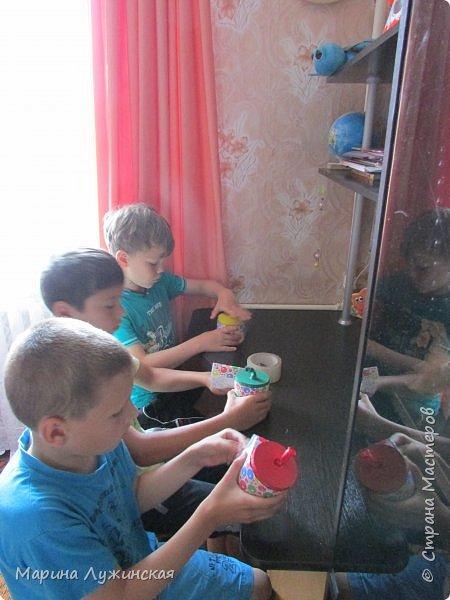 Добрый день!  Сегодня мой сынуля, мой крестник и их друг  делали себе шуточные стрелялки-пулялки, под моим руководством....  фото 2