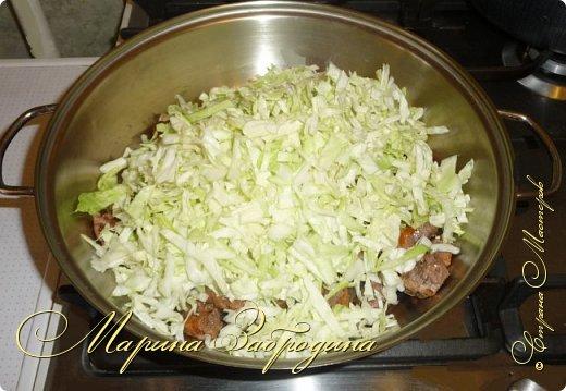 Тушеная капуста с говядиной - очень сытное второе блюдо, которое является самостоятельным и не нуждается в гарнире. Капуста в данном рецепте получается нежной и сочной, а мясо - невероятно мягким и вкусным. Приготовим? фото 6