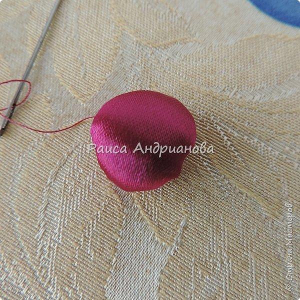 Понадобится: лента вишневого цвета (5см) для ягод , лента зеленого цвета ( 2,5см и 0,6см) для листьев и черешков , нитки мулине для веточек. фото 4