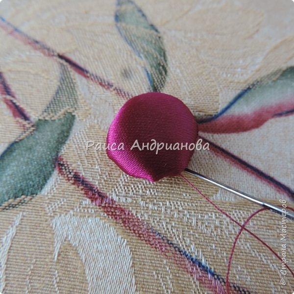 Понадобится: лента вишневого цвета (5см) для ягод , лента зеленого цвета ( 2,5см и 0,6см) для листьев и черешков , нитки мулине для веточек. фото 5