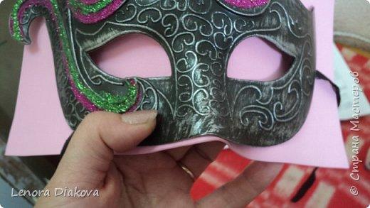 """Добрый день всем! Прошёл замечательный праздник и я спешу поделиться новыми костюмами, вернее масками. Так уж получилось, что тема на день защиты детей была определена за неделю до праздника - """"Галактика детства"""". Предполагалось путешествие по планетам. Никак не могли придумать, из чего сделать маски для пришельцев, пока не заглянула к себе в шкаф. А в нём уже полгода лежит китайский толстый фоамиран. Для цветов совсем не подошёл. Что с ним делать не знала, вот и благополучно про него забыла. Ну а сейчас его звёздный час пришёл! Что ж, приступим. фото 7"""