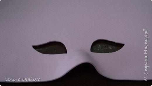 """Добрый день всем! Прошёл замечательный праздник и я спешу поделиться новыми костюмами, вернее масками. Так уж получилось, что тема на день защиты детей была определена за неделю до праздника - """"Галактика детства"""". Предполагалось путешествие по планетам. Никак не могли придумать, из чего сделать маски для пришельцев, пока не заглянула к себе в шкаф. А в нём уже полгода лежит китайский толстый фоамиран. Для цветов совсем не подошёл. Что с ним делать не знала, вот и благополучно про него забыла. Ну а сейчас его звёздный час пришёл! Что ж, приступим. фото 8"""