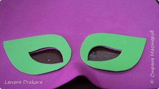 """Добрый день всем! Прошёл замечательный праздник и я спешу поделиться новыми костюмами, вернее масками. Так уж получилось, что тема на день защиты детей была определена за неделю до праздника - """"Галактика детства"""". Предполагалось путешествие по планетам. Никак не могли придумать, из чего сделать маски для пришельцев, пока не заглянула к себе в шкаф. А в нём уже полгода лежит китайский толстый фоамиран. Для цветов совсем не подошёл. Что с ним делать не знала, вот и благополучно про него забыла. Ну а сейчас его звёздный час пришёл! Что ж, приступим. фото 11"""