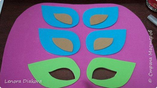 """Добрый день всем! Прошёл замечательный праздник и я спешу поделиться новыми костюмами, вернее масками. Так уж получилось, что тема на день защиты детей была определена за неделю до праздника - """"Галактика детства"""". Предполагалось путешествие по планетам. Никак не могли придумать, из чего сделать маски для пришельцев, пока не заглянула к себе в шкаф. А в нём уже полгода лежит китайский толстый фоамиран. Для цветов совсем не подошёл. Что с ним делать не знала, вот и благополучно про него забыла. Ну а сейчас его звёздный час пришёл! Что ж, приступим. фото 12"""