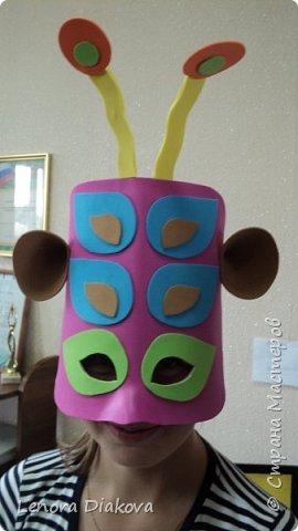 """Добрый день всем! Прошёл замечательный праздник и я спешу поделиться новыми костюмами, вернее масками. Так уж получилось, что тема на день защиты детей была определена за неделю до праздника - """"Галактика детства"""". Предполагалось путешествие по планетам. Никак не могли придумать, из чего сделать маски для пришельцев, пока не заглянула к себе в шкаф. А в нём уже полгода лежит китайский толстый фоамиран. Для цветов совсем не подошёл. Что с ним делать не знала, вот и благополучно про него забыла. Ну а сейчас его звёздный час пришёл! Что ж, приступим. фото 26"""
