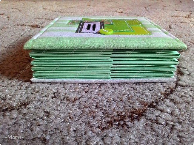 Привет, Страна Мастеров! Это альбом для хранения дисков с семейными с фото, их будет еще несколько. Альбом 12,5*12,5, корешок 3,5, 5 разворотов, вмещает 10 дисков, переплет: прошитый на швейной машинке, обложка тканная: хлопок. фото 6