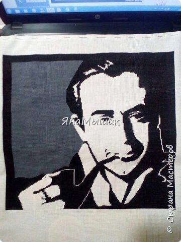 Сегодня у моей мамочки День рождения! В этом году подарок особенный - это портрет ее любимого героя, Шерлока Холмса в исполнении Василия Ливанова, вышитый крестиком.   фото 6