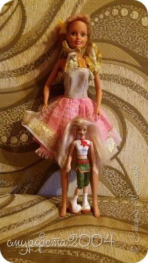 Привет! Меня давно не было... Ну ладно. Вот таких кукол сегодня приобрела на блошином рынке. Маленькая кукла Май Син ( лень на английском писать) Она от Mattel, 2004 года. Вторая, как оказалось Sindy  от Hasbro, 1994 года. Были в очень-очень плохом состоянии. фото 1