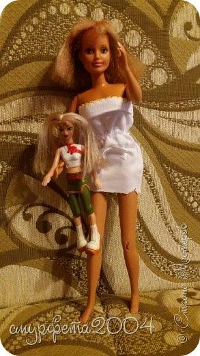 Привет! Меня давно не было... Ну ладно. Вот таких кукол сегодня приобрела на блошином рынке. Маленькая кукла Май Син ( лень на английском писать) Она от Mattel, 2004 года. Вторая, как оказалось Sindy  от Hasbro, 1994 года. Были в очень-очень плохом состоянии. фото 2