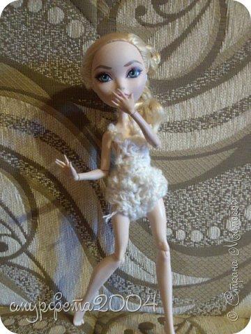 Привет! Меня давно не было... Ну ладно. Вот таких кукол сегодня приобрела на блошином рынке. Маленькая кукла Май Син ( лень на английском писать) Она от Mattel, 2004 года. Вторая, как оказалось Sindy  от Hasbro, 1994 года. Были в очень-очень плохом состоянии. фото 3