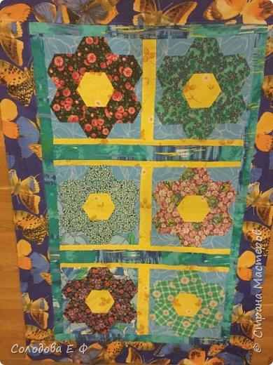 """Одеяло в технике """"бабушкин сад"""". Давно собиралась опробовать эту технику. А во время весенней уборки обнаружила ненужную простыню и мешок с ситцевыми остатками. Лоскутки решила положить к другим на законное место, а они в коробку не влезают! фото 6"""