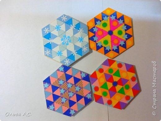 Работа выполнена из треугольков, которые были вырублены фигурным дыроколом. Наклеиваются на картон с помощью клея, начиная от центра. Когда фигура готова, лишний картон обрезается и украшаем работу разными фигурными вырубками. Приклеиваем магнит с обратной стороны.