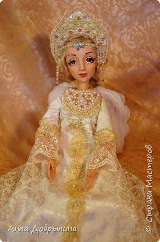 Куколка со съемными, расшитыми одеждой и кокошником. Ручки и ножки подвижны. Голова тоже вращается. И звезда во лбу горит;) фото 4