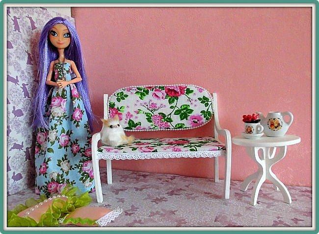 Наконец-то лето) И летнее настроение непременно отражается в работах. Вот и у меня получился такой романтичный диван-лавочка. Выпилен из фанеры 4мм. Подходит для кукол типа Барби, МХ, ЭАХ фото 3