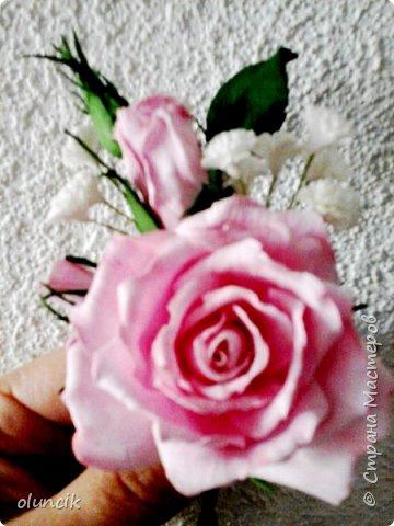 """Всем приветики. Отгремели последние звонки и выпускные и можноо трошки передохнуть и потихонечку готовиться к свадебному сезону. Выставляю на суд последнюю свою работу, свадебный комплектик """"Розы Кармен"""".  Шпильки с мини букетиками: бутонная Роза + веточка Гибсофилы + ягодка Гиперикума  и в тон шпилькам бутоньерка : Три ягодки Гиперикума + две веточки Гибсофилы + Бутон и Розочка. Результат мне понравился и заказчице тоже.  фото 14"""
