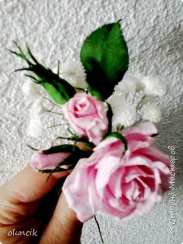 """Всем приветики. Отгремели последние звонки и выпускные и можноо трошки передохнуть и потихонечку готовиться к свадебному сезону. Выставляю на суд последнюю свою работу, свадебный комплектик """"Розы Кармен"""".  Шпильки с мини букетиками: бутонная Роза + веточка Гибсофилы + ягодка Гиперикума  и в тон шпилькам бутоньерка : Три ягодки Гиперикума + две веточки Гибсофилы + Бутон и Розочка. Результат мне понравился и заказчице тоже.  фото 15"""