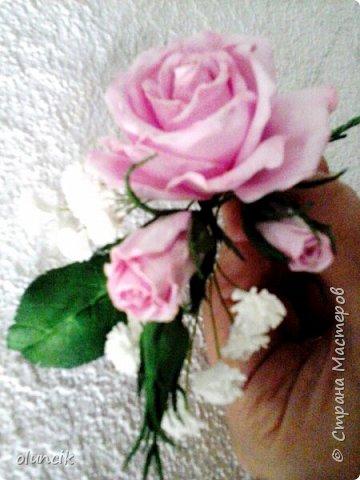 """Всем приветики. Отгремели последние звонки и выпускные и можноо трошки передохнуть и потихонечку готовиться к свадебному сезону. Выставляю на суд последнюю свою работу, свадебный комплектик """"Розы Кармен"""".  Шпильки с мини букетиками: бутонная Роза + веточка Гибсофилы + ягодка Гиперикума  и в тон шпилькам бутоньерка : Три ягодки Гиперикума + две веточки Гибсофилы + Бутон и Розочка. Результат мне понравился и заказчице тоже.  фото 16"""