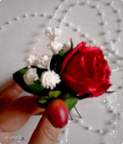 """Всем приветики. Отгремели последние звонки и выпускные и можноо трошки передохнуть и потихонечку готовиться к свадебному сезону. Выставляю на суд последнюю свою работу, свадебный комплектик """"Розы Кармен"""".  Шпильки с мини букетиками: бутонная Роза + веточка Гибсофилы + ягодка Гиперикума  и в тон шпилькам бутоньерка : Три ягодки Гиперикума + две веточки Гибсофилы + Бутон и Розочка. Результат мне понравился и заказчице тоже.  фото 3"""