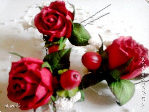 """Всем приветики. Отгремели последние звонки и выпускные и можноо трошки передохнуть и потихонечку готовиться к свадебному сезону. Выставляю на суд последнюю свою работу, свадебный комплектик """"Розы Кармен"""".  Шпильки с мини букетиками: бутонная Роза + веточка Гибсофилы + ягодка Гиперикума  и в тон шпилькам бутоньерка : Три ягодки Гиперикума + две веточки Гибсофилы + Бутон и Розочка. Результат мне понравился и заказчице тоже.  фото 5"""