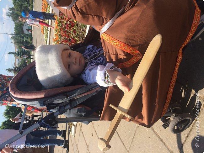 Парад колясок в г.Одинцово. Потомственный казак Олег на своём коне. Ни один приз мы , конечно, не получили. Но главное, куча положительных эмоций, восторг и восхищение окружающих - вот главная награда!!! Спасибо всем! фото 4
