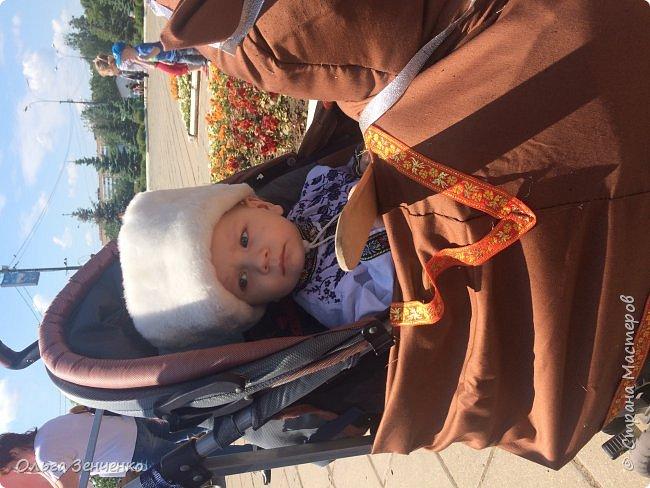 Парад колясок в г.Одинцово. Потомственный казак Олег на своём коне. Ни один приз мы , конечно, не получили. Но главное, куча положительных эмоций, восторг и восхищение окружающих - вот главная награда!!! Спасибо всем! фото 5