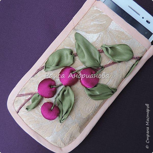Понадобится: лента вишневого цвета (5см) для ягод , лента зеленого цвета ( 2,5см и 0,6см) для листьев и черешков , нитки мулине для веточек. фото 12