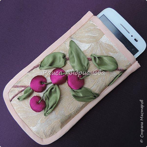 Понадобится: лента вишневого цвета (5см) для ягод , лента зеленого цвета ( 2,5см и 0,6см) для листьев и черешков , нитки мулине для веточек. фото 10