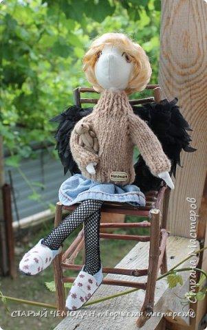 Вот такой вот получился) МК по крыльям есть у меня в блоге, глазки вышиты нитками мулине,  свитерок вязала по МК Мирабэлы  http://stranamasterov.ru/node/688855  стул сделала из виноградной лозы - осталось немного после обрезки фото 1