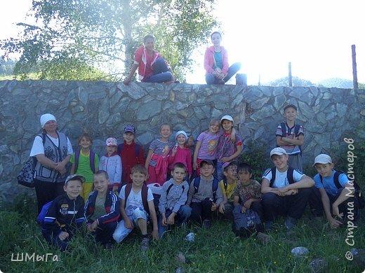 Первый воскресный день лета порадовал солнечным теплом. Выпускники первого класса, захватив с собой старших и младших братишек-сестренок, решили провести его на природе. Отправляемся в окрестности нашего села - лог Арбанак. фото 2