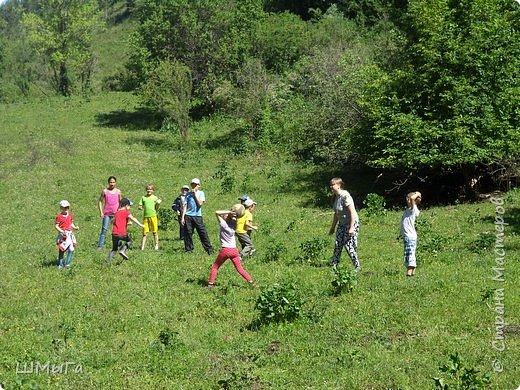 Первый воскресный день лета порадовал солнечным теплом. Выпускники первого класса, захватив с собой старших и младших братишек-сестренок, решили провести его на природе. Отправляемся в окрестности нашего села - лог Арбанак. фото 24