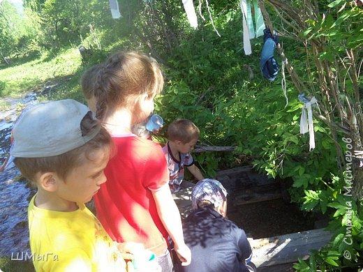 Первый воскресный день лета порадовал солнечным теплом. Выпускники первого класса, захватив с собой старших и младших братишек-сестренок, решили провести его на природе. Отправляемся в окрестности нашего села - лог Арбанак. фото 7