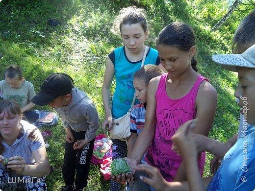 Первый воскресный день лета порадовал солнечным теплом. Выпускники первого класса, захватив с собой старших и младших братишек-сестренок, решили провести его на природе. Отправляемся в окрестности нашего села - лог Арбанак. фото 10