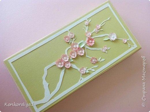 Вот такая нежность получилась из бумаги. цветочки вырезала вручную и немного подкрасила акварелью. фото 1