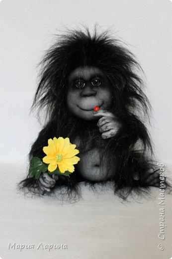 Всем большой привет ! Вот такой горилл у меня на днях родился ))) Очень хотелось сделать чёрную обезьянку ) пересмотрела фото очень много и мой выбор остановился на гориллах ! Очень надеюсь, что мой Гарри Вам понравится ))) фото 1