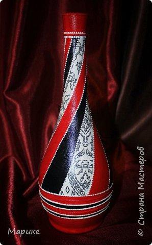 Доброго времени суток, мастера и мастерицы! В продолжении темы черно-бело-красная мания делюсь ещё несколькими своими работами. Эта бутылочка используется сейчас в качестве вазы. фото 1