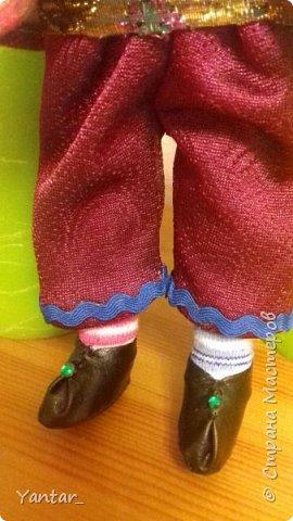 Безумный Шляпник - любимый герой дочери. Книга об Алисе зачитана ею до дыр )) Сейчас осваивает на языке оригинала. Ну, и конечно, в исполнении Джонни Деппа любит этого героя очень. Решила её порадовать ко Дню рождения и сшила такую куклу. фото 4