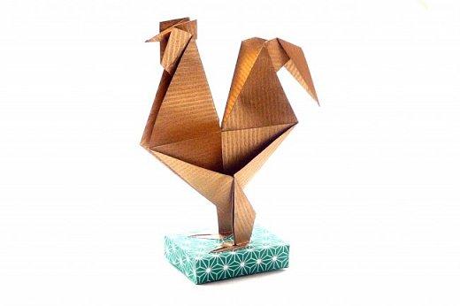 6 июня - день рождения Александра Сергеевича Пушкина.  Конечно, пройти мимо такого события невозможно. И в детсаду устроили праздник. И мне захотелось подарить детям золотого петушка и золотую рыбку. Красивых оригами-рыбок можно найти аж несколько штук, например, такую https://www.youtube.com/watch?v=FUcp0EiZ2xU&index=23&list=LLv-aYpi6Tn3O_i3X7mUTSLw или такую https://www.youtube.com/watch?v=pD7_27mSGdQ&index=24&list=LLv-aYpi6Tn3O_i3X7mUTSLw.  А вот с симпатичными петушками напряженка. Они либо сложные, либо совсем примитивные и непохожие на себя. фото 1