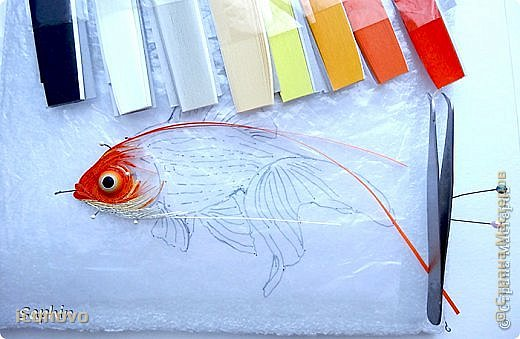 Выполнить данную работу меня,увы, подтолкнуло несчастье. Тяжело заболела моя подруга, она рыбка по знаку зодиака. Я решила попробовать немножко поднять ей настроение и к её дню рождения сделать Золотую рыбку для исполнения желаний. Рыбка Saphir меня к этому подтолкнула. http://stranamasterov.ru/node/500948 - это ссылка на её замечательную работу. фото 2