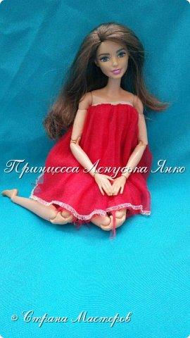 Вот такое платьице. Шила его моя крёстная, очень давно и другой куколке. Лерка нашла и сразу попросилась на фотосессию. А как можно отказать этой девочке?  фото 1