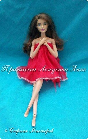 Вот такое платьице. Шила его моя крёстная, очень давно и другой куколке. Лерка нашла и сразу попросилась на фотосессию. А как можно отказать этой девочке?  фото 3